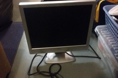 Myydään: Monitor + keyboards