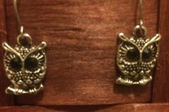Myydään: Owl earrings