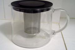 Myydään: Tea pot