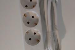 Myydään: multiple plug