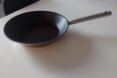 Myydään: coated pan